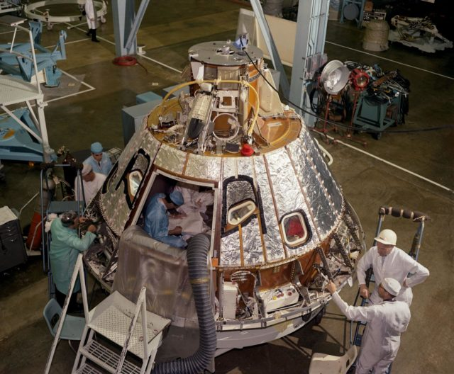 SPACECRAFT (S/C)-012 - COMMAND MODULE (CM) - HEAT SHIELD INSTALLATION