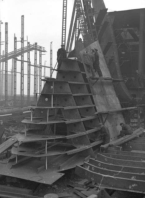 Shipyard workers at Bartram & Sons, Sunderland