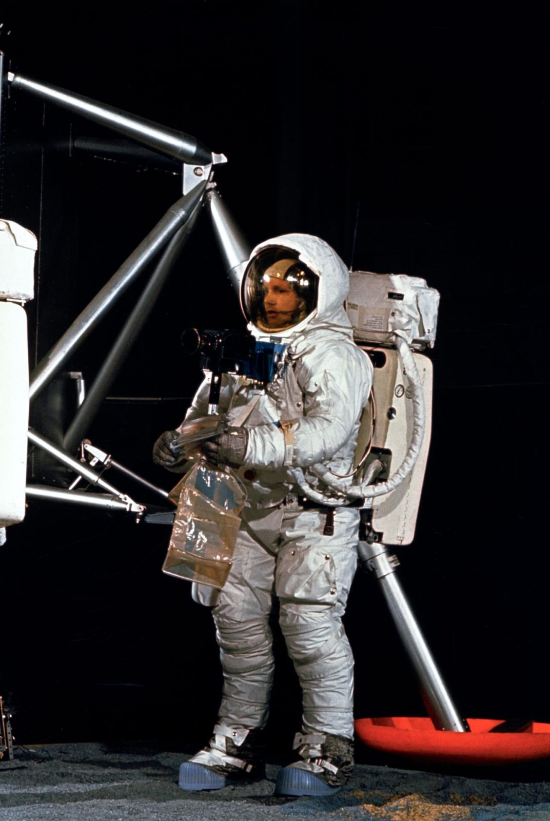 astronauts apollo 11 visite - 640×956