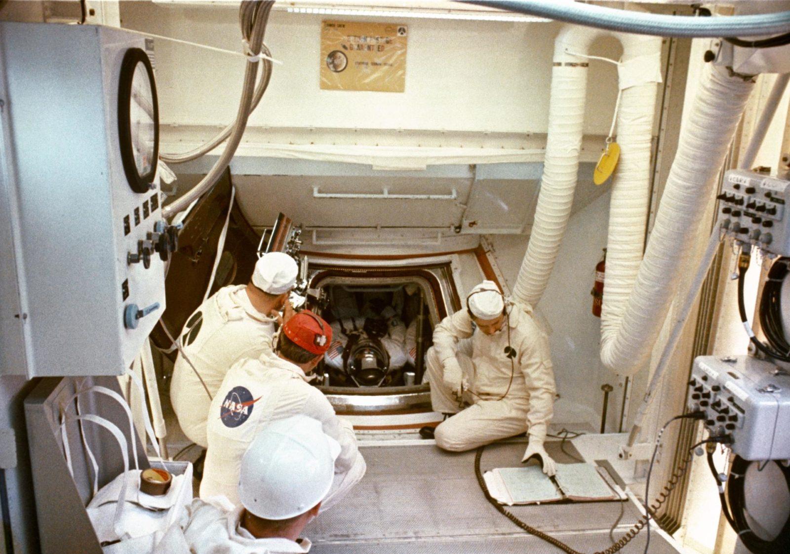 astronauts apollo 1 - HD1600×1122
