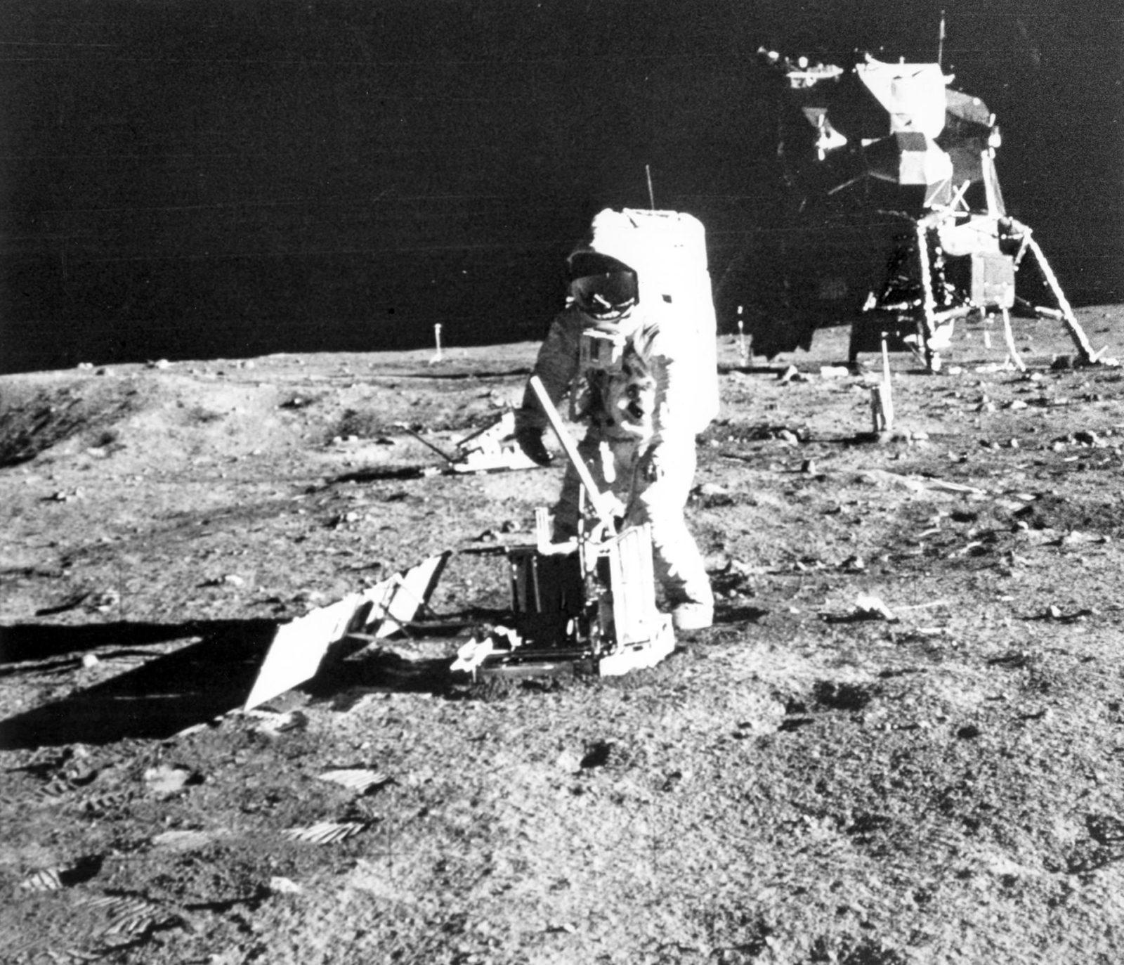 living apollo 11 astronauts - 661×638