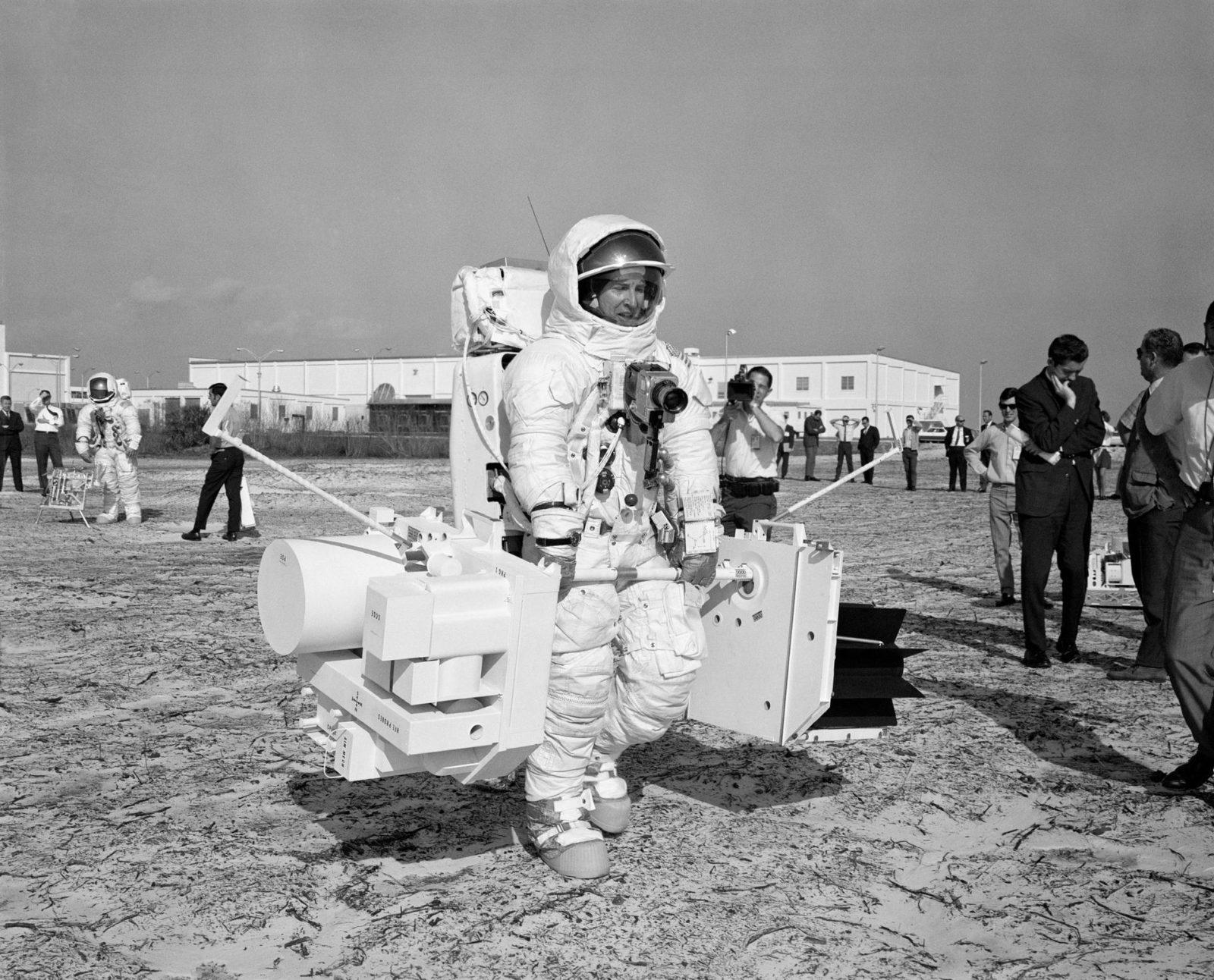 astronauts apollo 13 - HD1600×1292