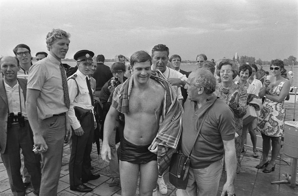Internationaal zwemmarathon op Maarsseveense Plassen ; Iglesias tussen het publiek