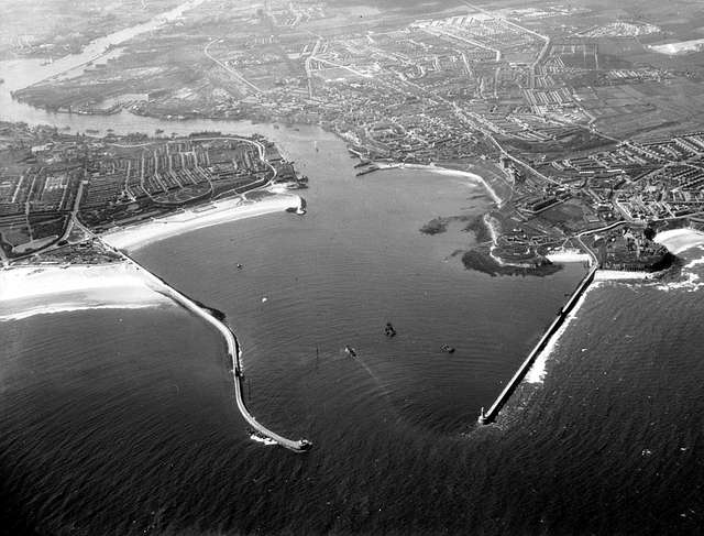 Mouth of the River Tyne, 1949