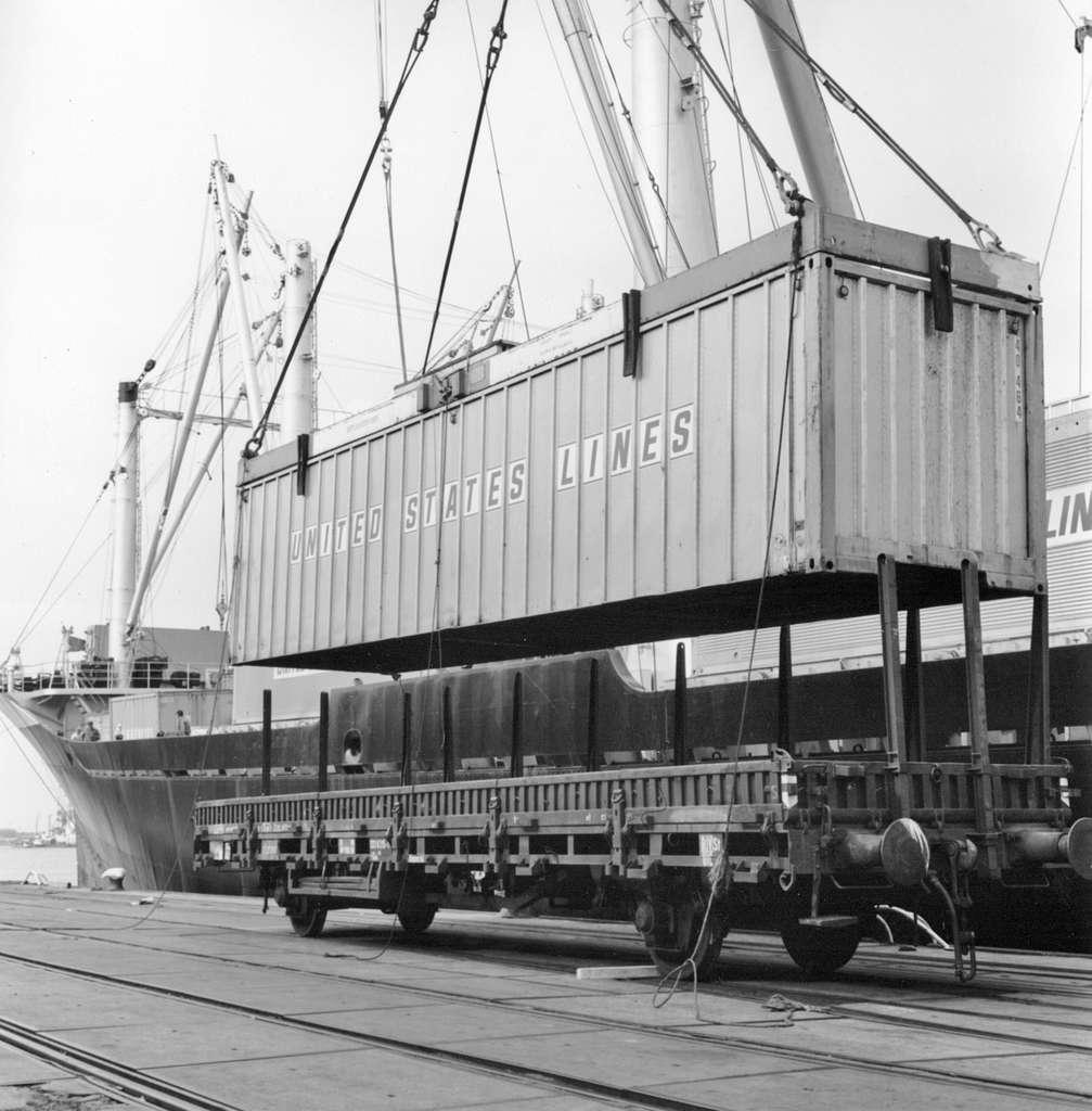 HUA-171674-Afbeelding van de overslag van containers in de haven te Rotterdam
