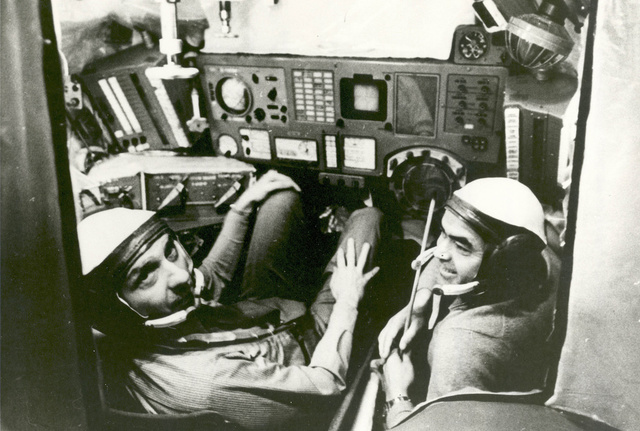 Thomas Stafford Trains in Soviet Simulator for ASTP
