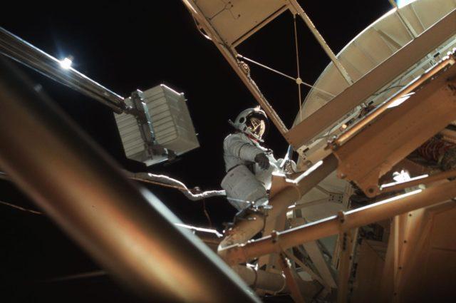 Astronaut Owen Garriott participates in EVA to deploy twin pole solar shield