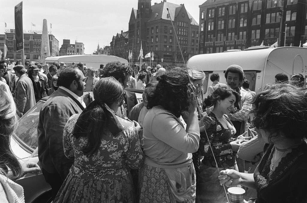 Demonstratie van Roma en Sinti op de Dam in Amsterdam