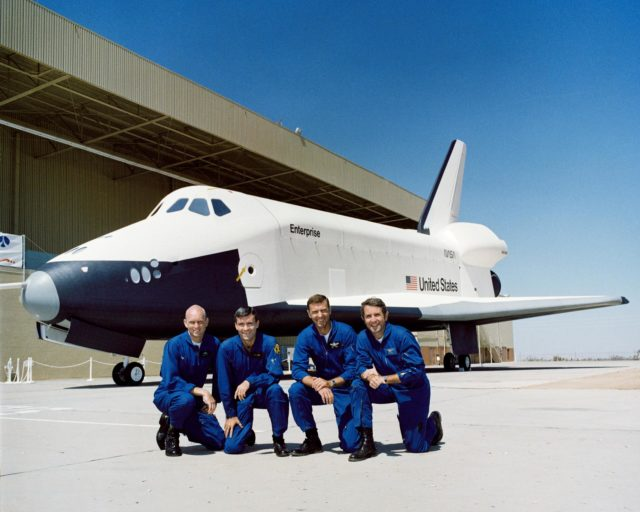 APPROACH AND LANDING TEST (ALT) - ASTRONAUT HAISE, FRED W., JR. - SHUTTLE - ROLLOUT - CA