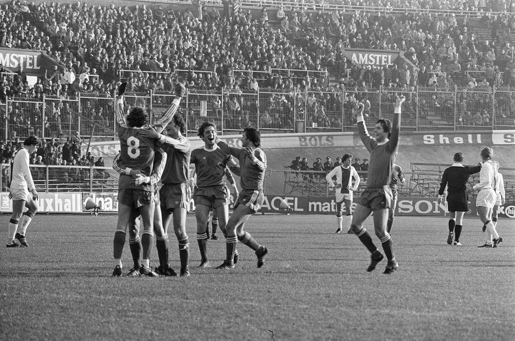 Ajax tegen PSV 1-4, Willy van de Kerkhof (no. 8) wordt