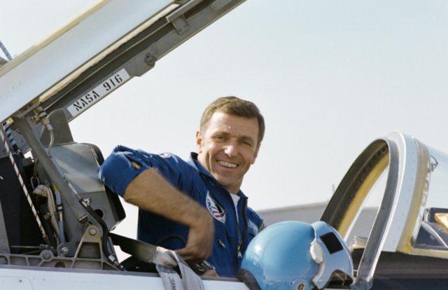 PREFLIGHT - STS-2 - ELLINGTON AFB (EAFB), TX