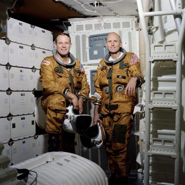 OFFICIAL PORTRAIT - STS-3 - ASTRONAUTS LOUSMA AND FULLERTON