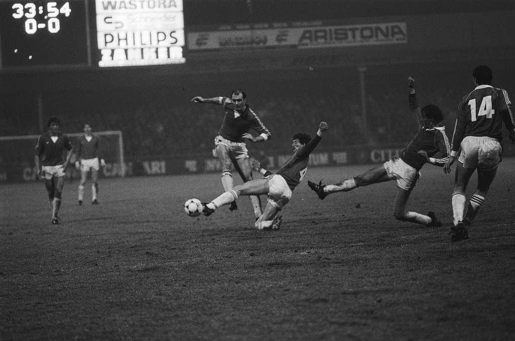AZ 67 tegen PSV 0-2.  Metgod, Brandts en Jonker in