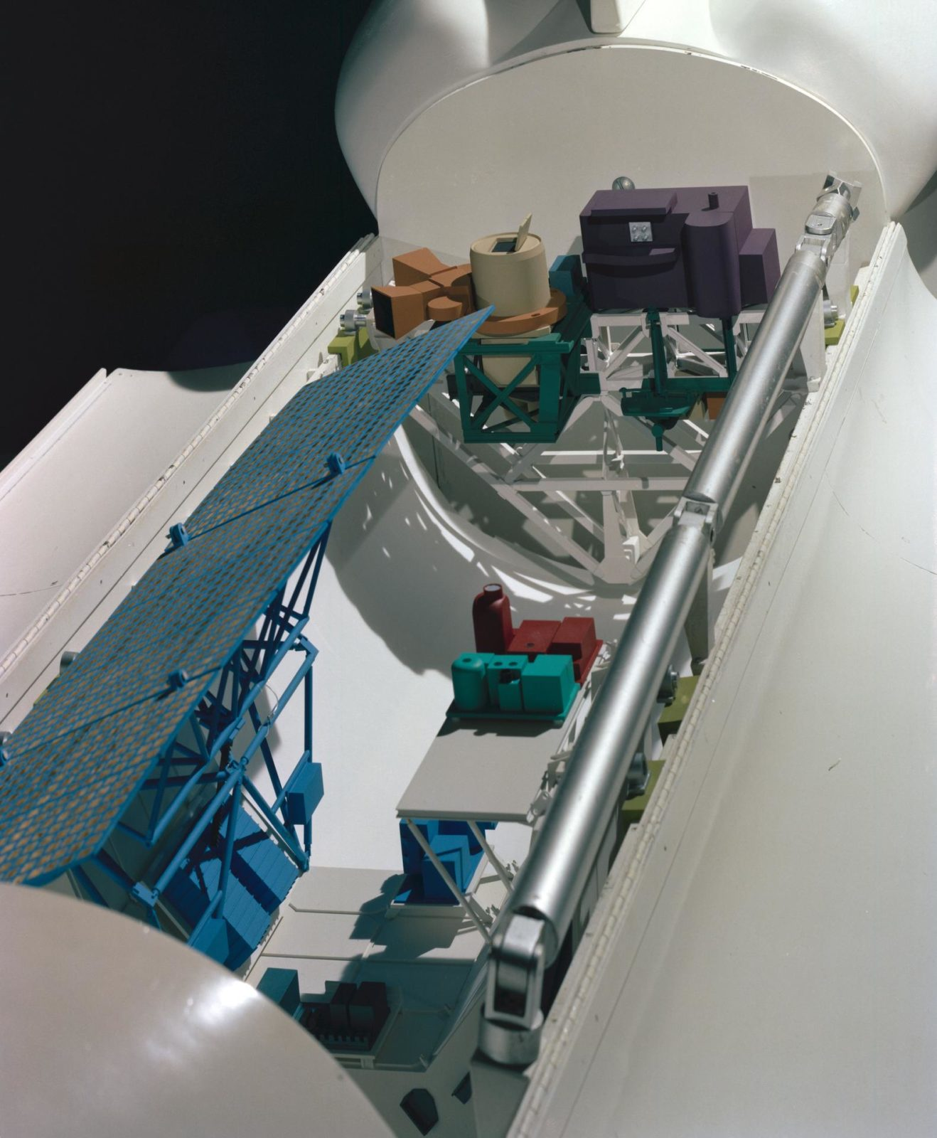 Model showing OSTA-3 and other payloads in the shuttle orbiter cargo bay