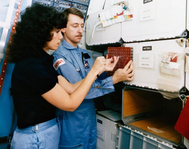 CREW TRAINING (CONTINOUS FLOW ELECTROPHORESIS [CFES]) - STS-14/41D - MCDONNELL-DOUGLAS AIRCRAFT CORP. (MDAC), MO