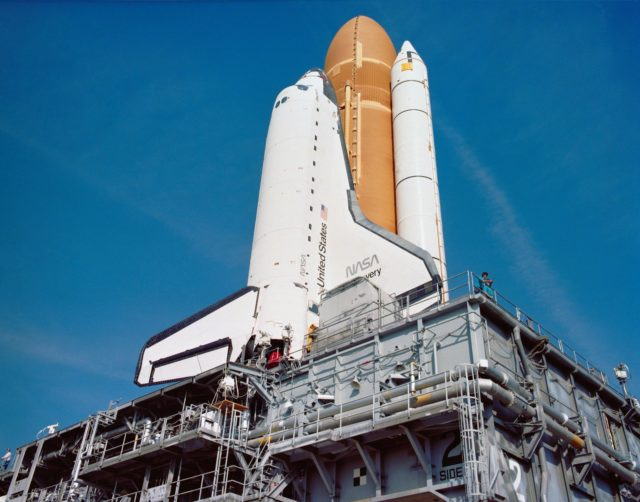 STS-29 Discovery, Orbiter Vehicle (OV) 103, roll out to KSC LC Pad 39B