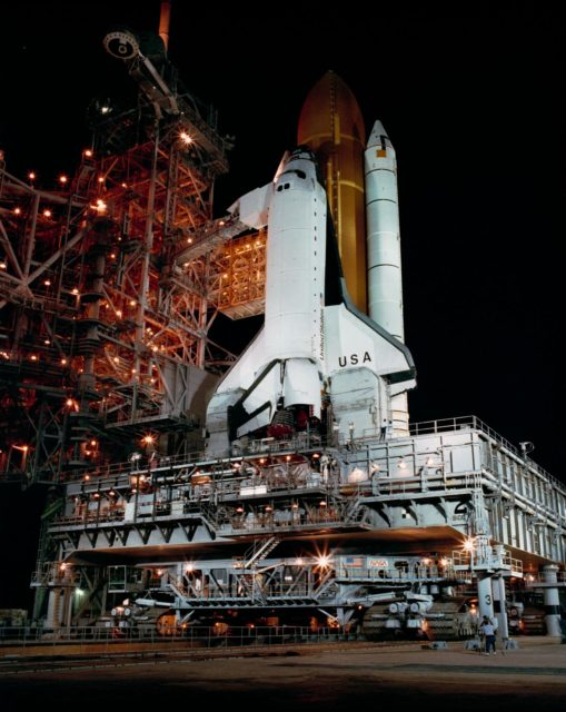 STS-28 Columbia, OV-102, night time processing at KSC LC Pad 39B