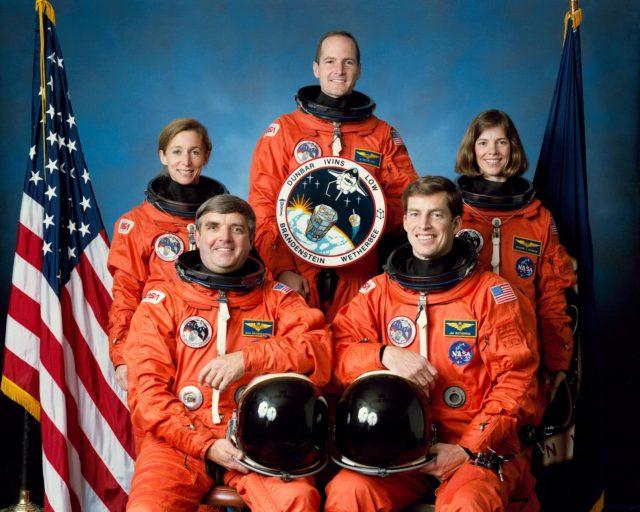 STS-32 COLUMBIA - ORBITER VEHICLE (OV)-102 - OFFICIAL CREW PORTRAIT