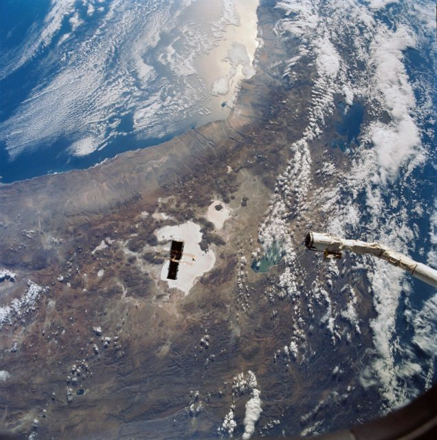 STS-31 Hubble Space Telescope (HST) drifts away from OV-103's RMS