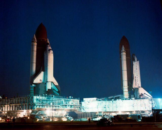 STS-35 Columbia, OV-102, passes STS-38 Atlantis, OV-104, heading to Pad 39A
