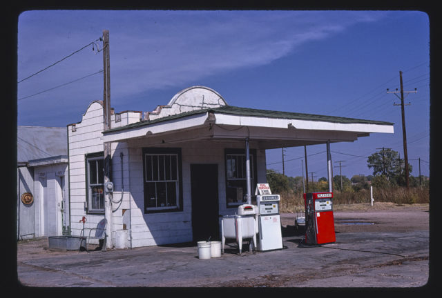 Conoco gas station, Main Street, Arlington, Kansas (LOC)