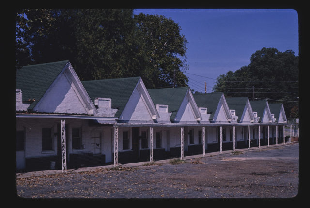 DeSoto Motel, diagonal view 2, Route 49B, Helena, Arkansas (LOC)