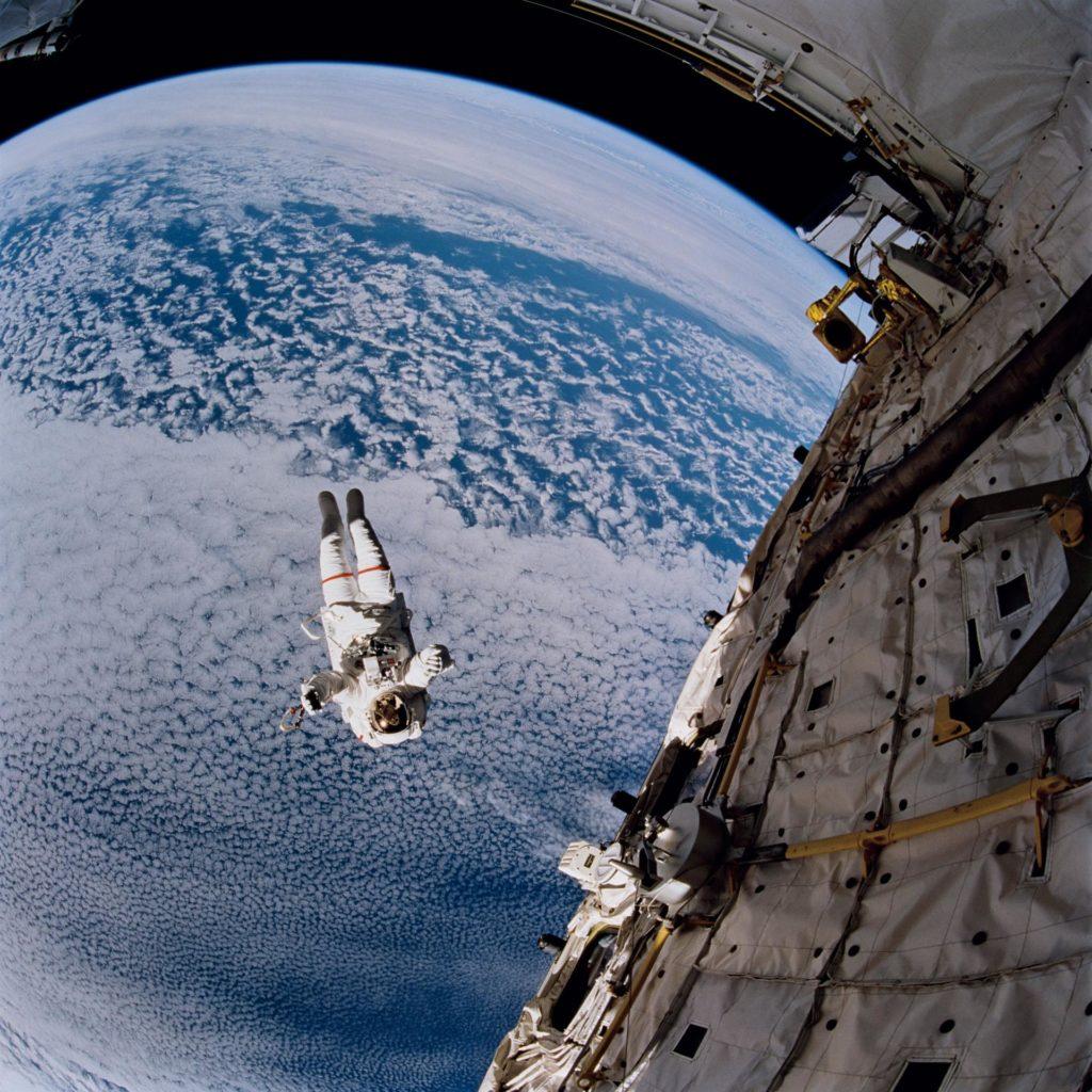 Astronaut Mark Lee test SAFER system during EVA