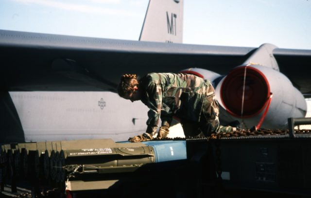 Boeing B-52H 60-0029 5BW Minot AFB loading 21Sep95 [RJF]