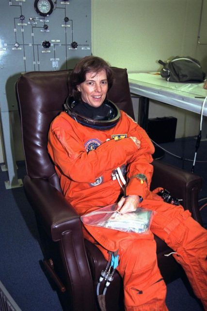 STS-89 Mission Specialist Bonnie Dunbar, Ph.D., smiles as she completes the donning of her launch/entry suit in the Operations and Checkout (O&C) Building. Dr. Dunbar completed her doctorate at the University of Houston in Texas. Her multi-disciplinary dissertation (materials science and physiology) involved evaluating the effects of simulated space flight on bone strength and fracture toughness. She and six fellow crew members will shortly depart the O&C and head for Launch Pad 39A, where the Space Shuttle Endeavour will lift off during a launch window that opens at 9:43 p.m. EST, Jan. 22. STS-89 is the eighth of nine planned missions to dock the Space Shuttle with Russia's Mir space station KSC-98pc207