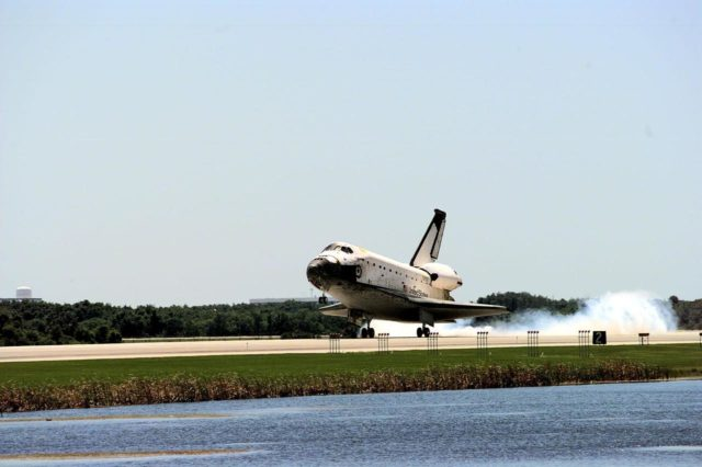 KENNEDY SPACE CENTER, FLA. -- The orbiter Columbia touches down on Runway 33 of KSC's Shuttle Landing Facility to complete the nearly 16-day STS-90 mission. Main gear touchdown was at 12:08:59 p.m. EDT on May 3, 1998, landing on orbit 256 of the mission. The wheels stopped at 12:09:58 EDT, completing a total mission time of 15 days, 21 hours, 50 minutes and 58 seconds. The 90th Shuttle mission was Columbia's 13th landing at the space center and the 43rd KSC landing in the history of the Space Shuttle program. During the mission, the crew conducted research to contribute to a better understanding of the human nervous system. The crew of the STS-90 Neurolab mission include Commander Richard Searfoss; Pilot Scott Altman; Mission Specialists Richard Linnehan, D.V.M., Dafydd (Dave) Williams, M.D., with the Canadian Space Agency, and Kathryn (Kay) Hire; and Payload Specialists Jay Buckey, M.D., and James Pawelczyk, Ph.D KSC-98dc559