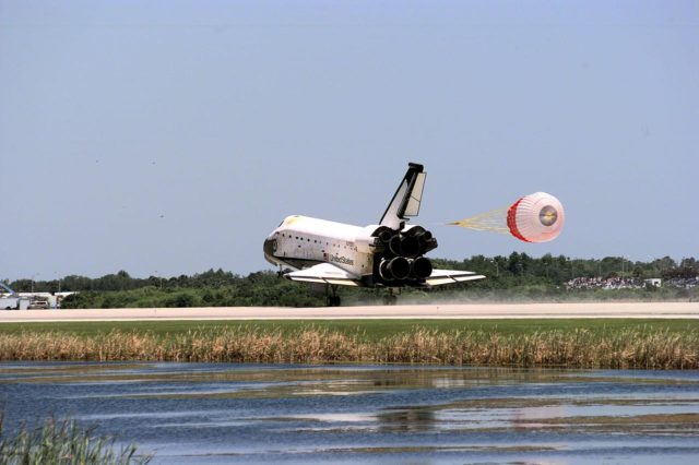 KENNEDY SPACE CENTER, FLA. -- The orbiter Columbia touches down on Runway 33 of KSC's Shuttle Landing Facility to complete the nearly 16-day STS-90 mission. Main gear touchdown was at 12:08:59 p.m. EDT on May 3, 1998, landing on orbit 256 of the mission. The wheels stopped at 12:09:58 EDT, completing a total mission time of 15 days, 21 hours, 50 minutes and 58 seconds. The 90th Shuttle mission was Columbia's 13th landing at the space center and the 43rd KSC landing in the history of the Space Shuttle program. During the mission, the crew conducted research to contribute to a better understanding of the human nervous system. The crew of the STS-90 Neurolab mission include Commander Richard Searfoss; Pilot Scott Altman; Mission Specialists Richard Linnehan, D.V.M., Dafydd (Dave) Williams, M.D., with the Canadian Space Agency, and Kathryn (Kay) Hire; and Payload Specialists Jay Buckey, M.D., and James Pawelczyk, Ph.D KSC-98dc560