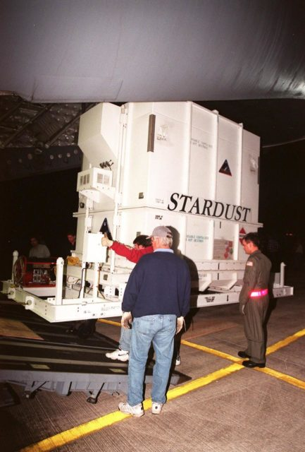 At the Shuttle Landing Facility, workers unload the crated Stardust spacecraft from the airplane before transporting to the Payload Hazardous Service Facility. Built by Lockheed Martin Astronautics near Denver, Colo., for the Jet Propulsion Laboratory (JPL) and NASA, the spacecraft Stardust will use a unique medium called aerogel to capture comet particles flying off the nucleus of comet Wild 2 in January 2004, plus collect interstellar dust for later analysis. Stardust will be launched aboard a Boeing Delta 7426 rocket from Complex 17, Cape Canaveral Air Station, targeted for Feb. 6, 1999. The collected samples will return to Earth in a re-entry capsule to be jettisoned from Stardust as it swings by in January 2006 KSC-98pc1622
