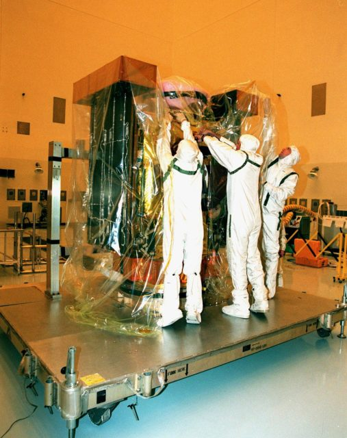 In the Payload Hazardous Service Facility, workers begin removing the protective plastic covering of the Stardust spacecraft. The spacecraft will undergo installation and testing of the solar arrays, plus final installation and testing of spacecraft instruments followed by an overall spacecraft functional test. Built by Lockheed Martin Astronautics near Denver, Colo., for the Jet Propulsion Laboratory (JPL) and NASA, the spacecraft Stardust will use a unique medium called aerogel to capture comet particles flying off the nucleus of comet Wild 2 in January 20004, plus collect interstellar dust for later analysis. Stardust will be launched aboard a Boeing Delta 7426 rocket from Complex 17, Cape Canaveral Air Station, targeted for Feb. 6, 1999. The collected samples will return to Earth in a re-entry capsule to be jettisoned from Stardust as it swings by Earth in January 2006 KSC-98pc1636