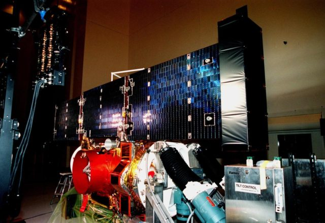 """In the Payload Hazardous Servicing Facility, the fully extended solar panels of the <a href=""""http://www-pao.ksc.nasa.gov/kscpao/captions/subjects/stardust.htm""""> Stardust</a>spacecraft undergo lighting tests. Stardust is scheduled to be launched aboard a Boeing Delta II rocket from Launch Pad 17A, Cape Canaveral Air Station, on Feb. 6, 1999, for a rendezvous with the comet Wild 2 in January 2004. Stardust will use a substance called aerogel to capture comet particles flying off the nucleus of the comet, plus collect interstellar dust for later analysis. The collected samples will return to Earth in a sample return capsule to be jettisoned as it swings by Earth in January 2006 KSC-99pc42"""