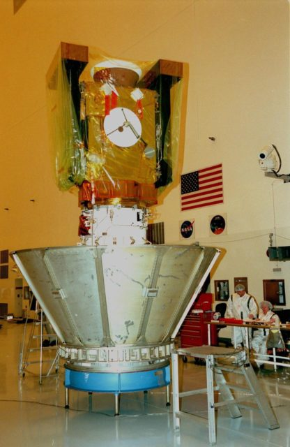 In the Payload Hazardous Servicing Facility, the Stardust spacecraft waits to be encased in a protective canister for its move to Launch Pad 17-A, Cape Canaveral Air Station, for launch preparations. Stardust is targeted for liftoff on Feb. 6 aboard a Boeing Delta II rocket for a close encounter with the comet Wild 2 in January 2004. Using a silicon-based substance called aerogel, Stardust will capture comet particles flying off the nucleus of the comet. The spacecraft also will bring back samples of interstellar dust. These materials consist of ancient pre-solar interstellar grains and other remnants left over from the formation of the solar system. Scientists expect their analysis to provide important insights into the evolution of the sun and planets and possibly into the origin of life itself. The collected samples will return to Earth in a sample return capsule to be jettisoned as Stardust swings by Earth in January 2006 KSC-99pc0120
