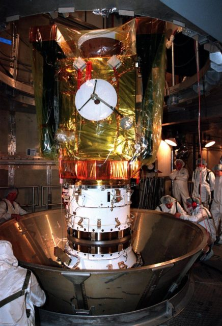 At Launch Pad 17-A, Cape Canaveral Air Station, the Stardust spacecraft is revealed after removal of a protective canister. Stardust is targeted for launch on Feb. 6 aboard a Boeing Delta II rocket. The spacecraft is destined for a close encounter with the comet Wild 2 in January 2004. Using a silicon-based substance called aerogel, Stardust will capture comet particles flying off the nucleus of the comet. The spacecraft also will bring back samples of interstellar dust. These materials consist of ancient pre-solar interstellar grains and other remnants left over from the formation of the solar system. Scientists expect their analysis to provide important insights into the evolution of the sun and planets and possibly into the origin of life itself. The collected samples will return to Earth in a sample return capsule to be jettisoned as Stardust swings by Earth in January 2006 KSC-99pc0136