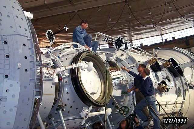 99-E-14665 (27 February 1999) --- Astronauts Edward T. Lu (left) and Jeffrey N. Williams check out full-scale training hardware for the International Space Station (ISS) in the Hydrolab facility at Star City, Russia.  The two mission specialists, along with other members of the STS-101 crew, are currently in training at the Gagarin Cosmonaut Training Center for next year's STS-101 mission to the International Space Station (ISS).    Editor's Note:  Since this photograph was taken, changes in crew personnel have been made.  Cosmonauts Yuri I.  Malenchenko and Boris V. Morukov, along with astronaut Edward T. Lu were moved to STS-106.  Astronauts James S. Voss and Susan J. Helms, and cosmonaut Yury   V. Usachev were added to the STS-101 crew.  Malenchenko, Morukov and Usachev all represent the Russian Space Agency (RSA). 99e14665