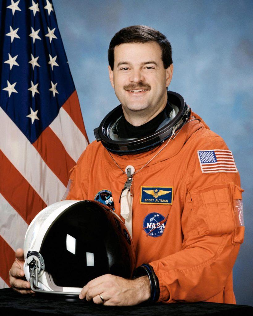 JOHNSON SPACE CENTER, HOUSTON, TEXAS -- (JSC 599-02362) -- Official portrait of astronaut Scott D. Altman, Commander KSC00pp1063