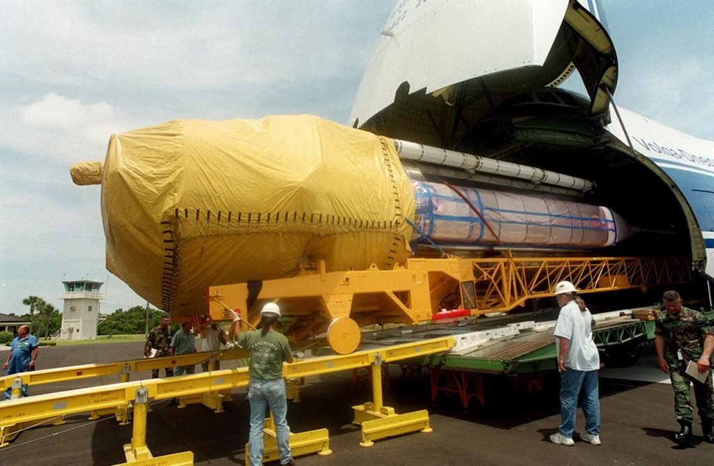 After offloading of the Centaur upper stage from a Russian cargo plane, the Antenov 124, workers check the offloading of an Atlas IIA rocket. The combined Atlas IIA/Centaur will be used to launch the latest Tracking and Data Relay Satellite (TDRS) June 29 from Cape Canaveral Air Force Station. Atlas IIA is capable of lifting payload systems weights in the 2,850 kg (6,300 lb) to 3,070 kg (6,760 lb) class to geosynchronous transfer orbit KSC00pp0663