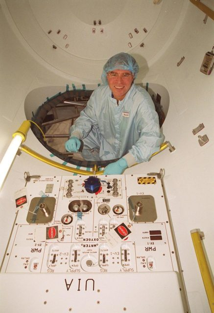 """Steve Thomas, host of the television series """"This Old House,"""" gets a close look at one of the modules in the Space Station Processing Facility. He and the series' master carpenter Norm Abram are at KSC to film an episode of the series KSC00pp1920"""