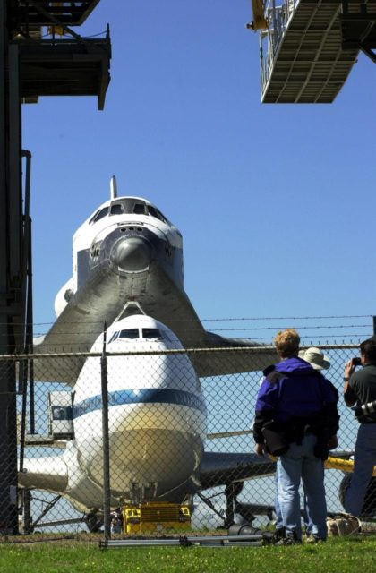 KENNEDY SPACE CENTER, FLA. -- The orbiter Atlantis, atop a Shuttle Carrier Aircraft, heads into the mate/demate device at the KSC Shuttle Landing Facility after a protracted trip from California. Atlantis landed in California Feb. 19 concluding mission STS-98. The ferry flight began March 1; unfavorable weather conditions kept it on the ground at Altus AFB, Okla., until it could return to Florida. The orbiter will next fly on mission STS-104, the 10th construction flight to the International Space Station, scheduled June 8 KSC01padig122