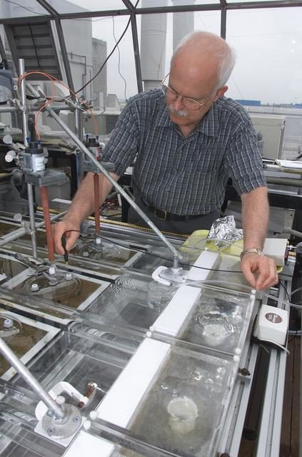 Microbial Mats; n-239 roof, Greenhouse one: overview of flux measurement test with Dave Des Marias ARC-2002-ACD02-0116-02