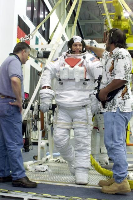 Photographic coverage of STS-112 Preflight Training, Sonny Carter Training Facility, NBL.