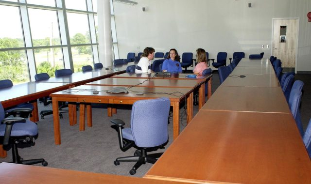 KENNEDY SPACE CENTER, FLA. - Dynamac employees (from left) Larry Burns, Debbie Wells and Michelle Crouch talk in a conference room of the Space Life Sciences Lab (SLSL), formerly known as the Space Experiment Research and Processing Laboratory (SERPL). They have been transferring equipment from Hangar L.  The new lab is a state-of-the-art facility being built for ISS biotechnology research. Developed as a partnership between NASA-KSC and the State of Florida, NASA's life sciences contractor will be the primary tenant of the facility, leasing space to conduct flight experiment processing and NASA-sponsored research. About 20 percent of the facility will be available for use by Florida's university researchers through the Florida Space Research Institute.
