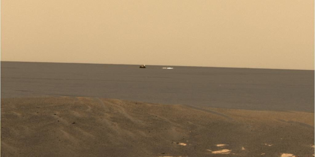 Opportunity Spies Its Backshell