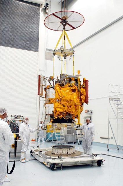messenger spacecraft lift off - 425×640
