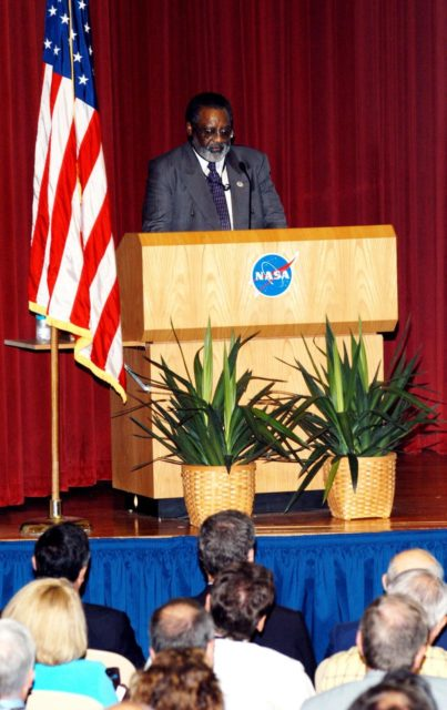 KENNEDY SPACE CENTER, FLA. -- Jim Jennings, Deputy Associate Administrator for Institutions and Asset Management addresses KSC employees assembled in the Training Auditorium for a Culture Change Process All Hands Meeting.  The purpose of the meeting was for employees to gain further insight into the Agency's Vision for Space Exploration and the direction cultural change will take at KSC in order to assume its role within this vision. Other participants included James W. Kennedy, KSC director; Lynn Cline, Deputy Associate Administrator for Space Flight; Bob Sieck, former Director of Space Shuttle Processing at KSC; and Jim Wetherbee, astronaut and Technical Assistant to the Director of Safety and Mission Assurance at Johnson Space Center. Following their remarks, members of the panel entertained questions and comments from the audience. KSC-04pd1115