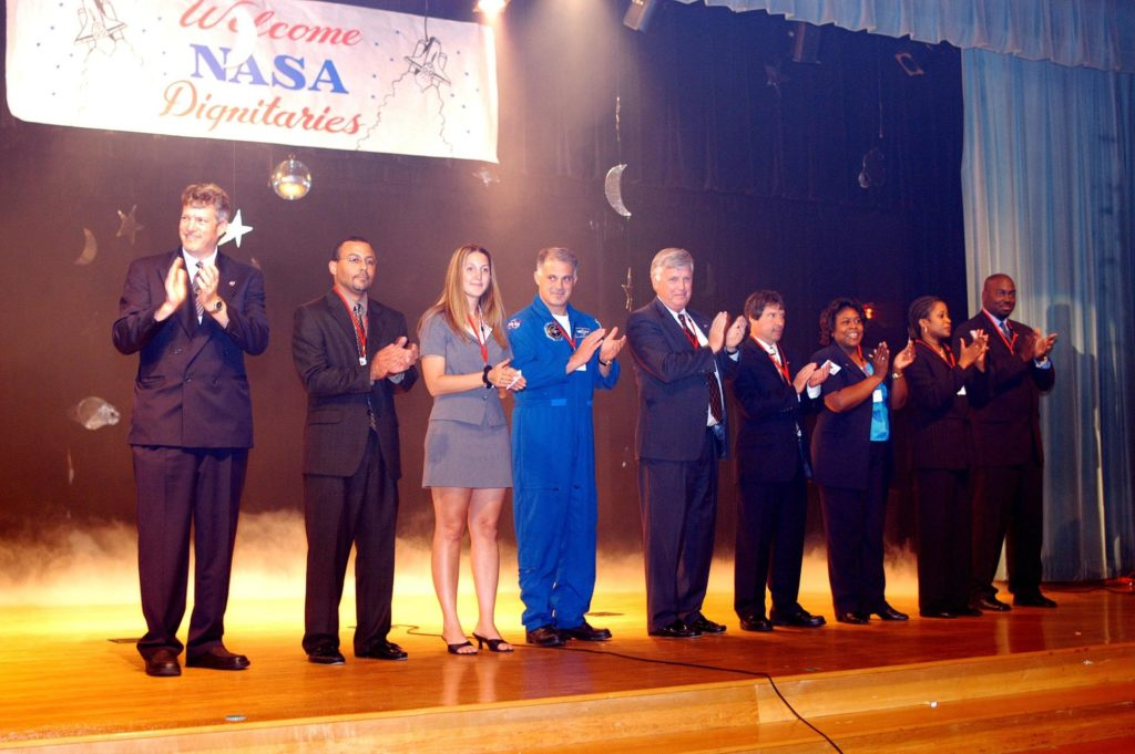 KENNEDY SPACE CENTER, FLA. -- During a visit to Howard A. Doolin Middle School, Miami, Fla.,