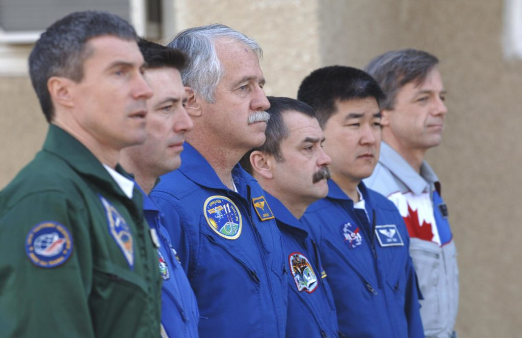 Expedition 11  Flag Raising