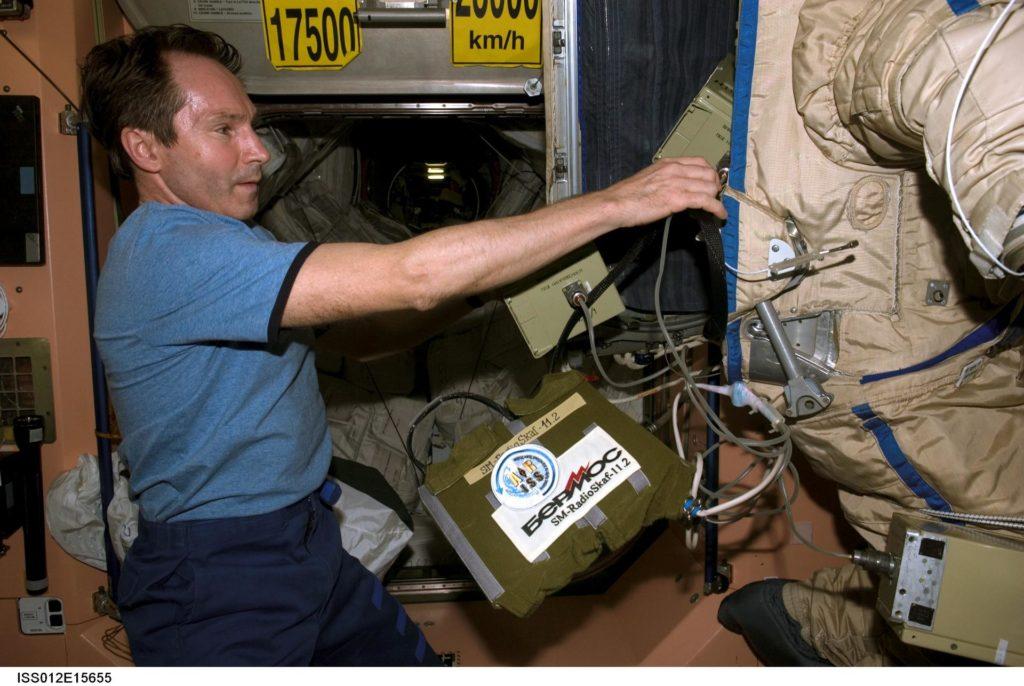 Installation of Radioskaf 11.2 Kit and batteries for Radioskaf (Suitsat-1) on Expedition 12